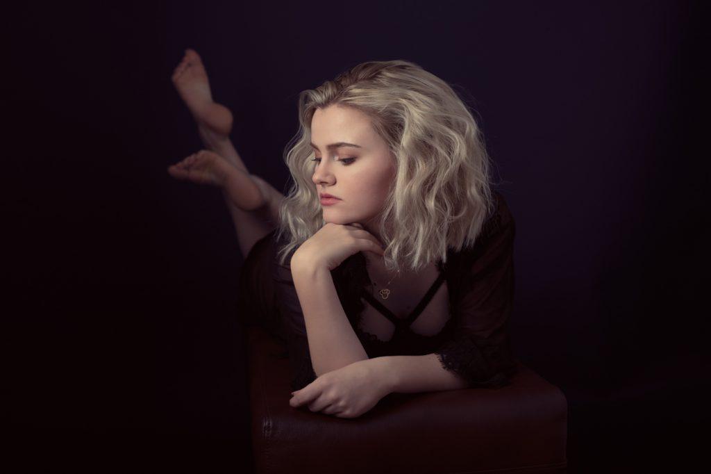 Hannah boudoir photoshoot byRenata Clarke